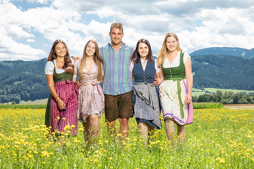Mathias-mit-seinen-vier-Hofdamen-c-Ernst-Kainerstorfer-5