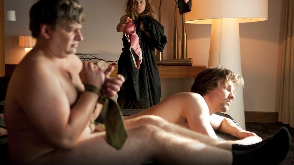 Drei in einem Bett - Bildquelle: Foo